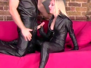 bdsm english mature babe into leather appearance